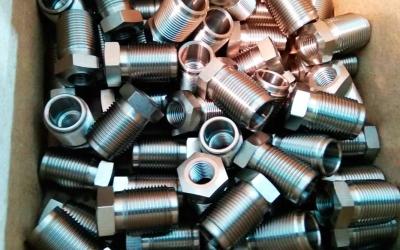 Токарная обработка чпу красивых металлических футорок